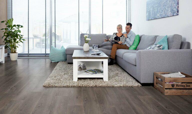 Vloeren Groningen, mooie strakke laminaat vloeren bij Smid Interieur.