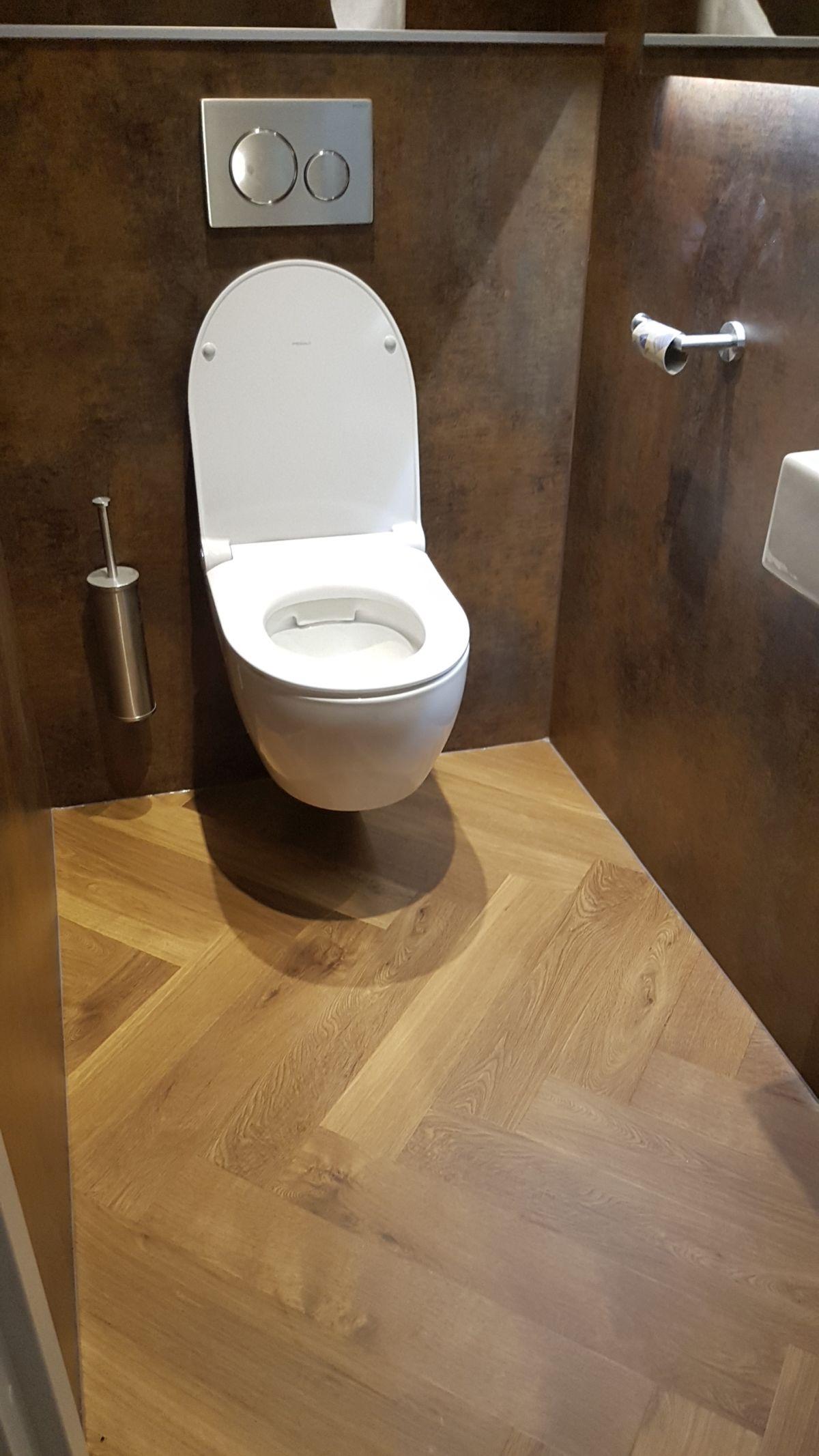 Visgraat vloer op toilet, referenties smid interieur groningen